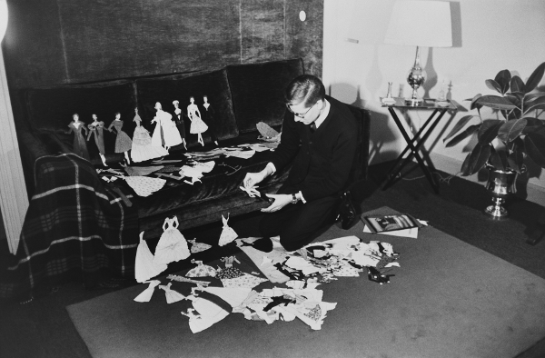 Yves Saint Laurent and Paper dolls, Paris, 1957 Photography François Pagès © François Pagès / Paris Match / Scoop