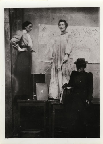 GSAA/P/1/624 - Ann Macbeth (far left) in a professional painting class in the GSA